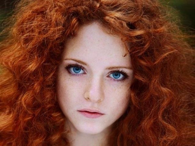 Кучерявая девчонка рыжая видео