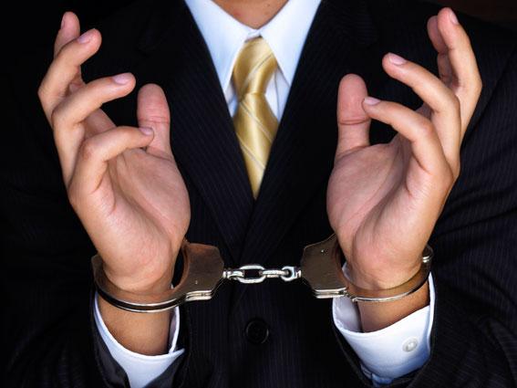 Девочки туьрме секс руках наручники