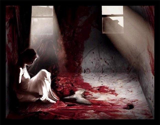 Бедная сучка в красных чулках получает только лишь боль