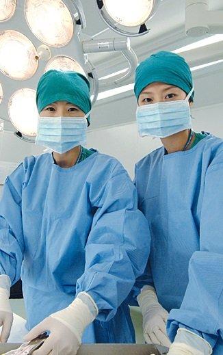 Госпиталь Сунчонхян Зелененькие шерочка с машерочкой, хотя тут они синенькие