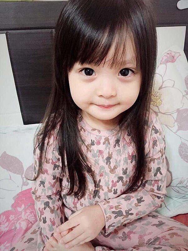 Мультяшка - возраст пять лет. До катастрофы волосы и глаза еще темные
