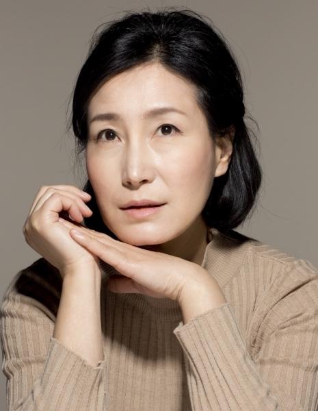 НВ роли наставницы по музыке и изобразительному искусству Чжон A Ми Jung A Mi.