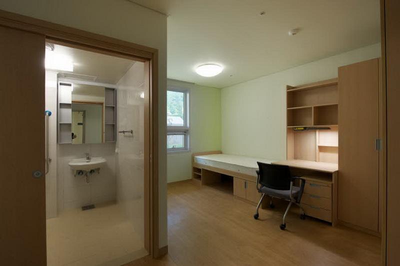 Общежитие Сеульского национального университета. В загородном комплексе
