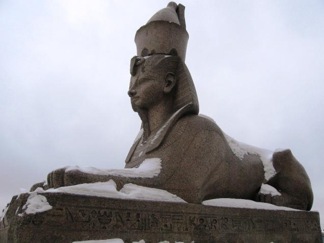 Пристань с парными египетскими сфинксами на.