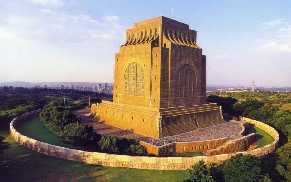voortrekker monument operates as an architectural Owner description: the majestic voortrekker monument is situated in the northern part of south africa in the pretoria (tshwane) region in a nature reserve it is a unique monument which commemorates the pioneer history of southern africa and the history of the afrikaner and is situated in a beautiful setting.