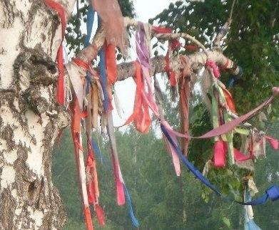 позволяют полностью зачем привязывают ленточки к деревьям Христа великие