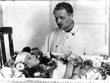 Папин член ели влес в щель дочери