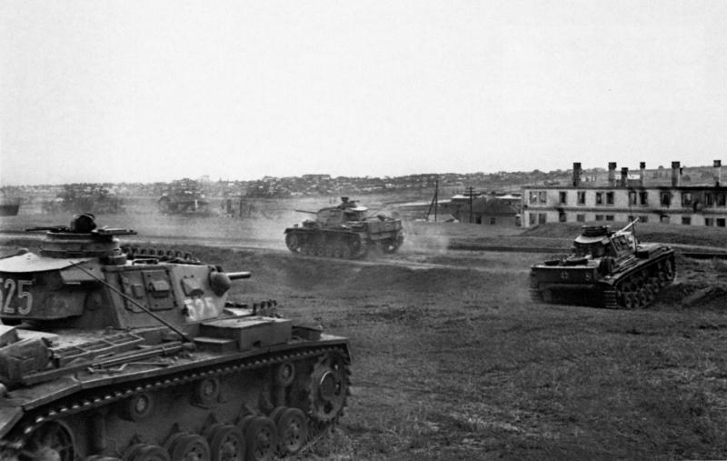 Немецкие танки входят в пригороды