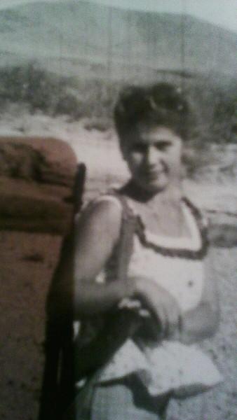 fotki-aktrisi-eva-smolina-sekretarsha-v-dzhinsah