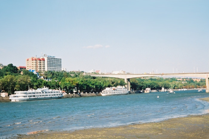 ...контролирующая строительство спортивно-рекреационного комплекса левобережной зоны Ростова-на-Дону.