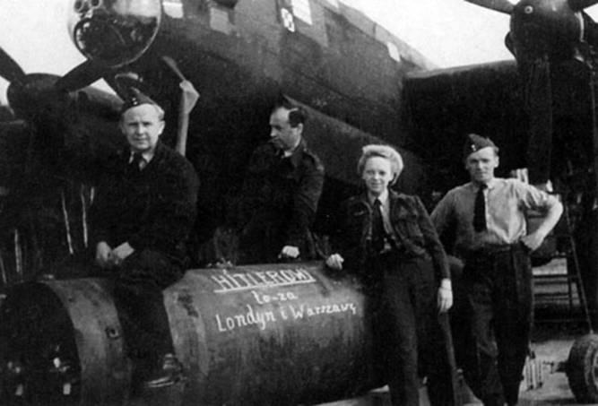 """6 сентября 1939 года.5-тонная бомбаwz.36 """"Lwowskayadziecka""""-5000готовится к погрузке на бомбардировщик """"Ольгкастер""""."""