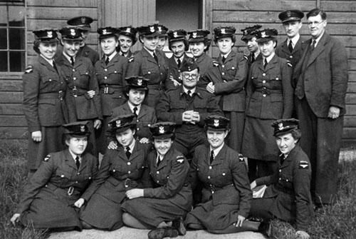 Май 1939 года. Польские девушки-пилоты из 300-го авиаэскадрона в центре летной подготовки.