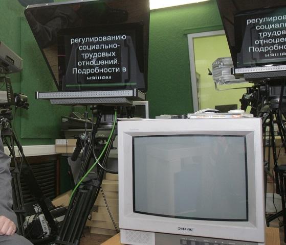 Скрытая камера в подвальном помещении где трахают телок на матрасах