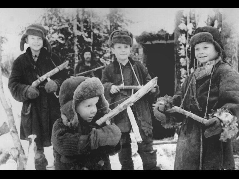 pesnya-malchik-v-voynu-igral-malenkiy-general