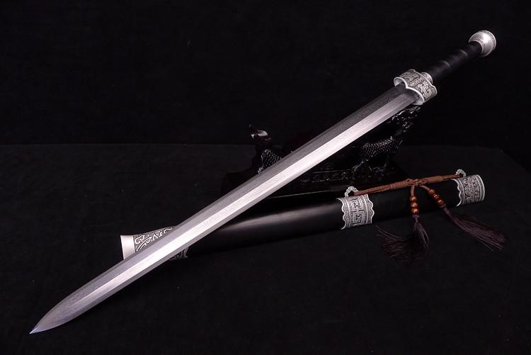 2.Первый меч ГГ-Цзянь. Он им почти не пользовался [Просторы интернета]