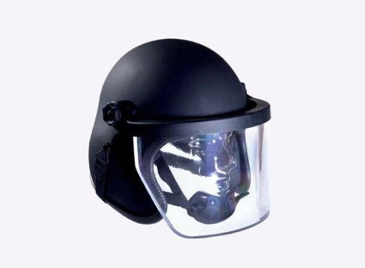 Спецназовский шлем с проивопульным (наверное) забралом  [Просторы интернета]